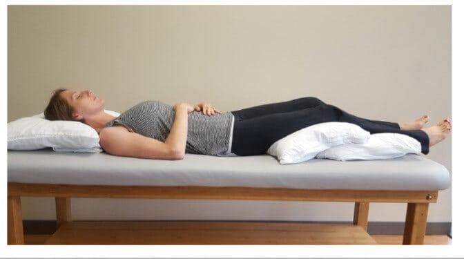 dormir con almohadas